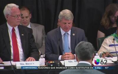 Se reúnen congresistas en McAllen para buscar una solución a la crisis h...
