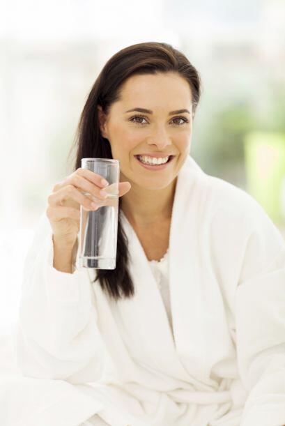 Este líquido vital acelera la digestión y ayuda a quemar calorías, ademá...
