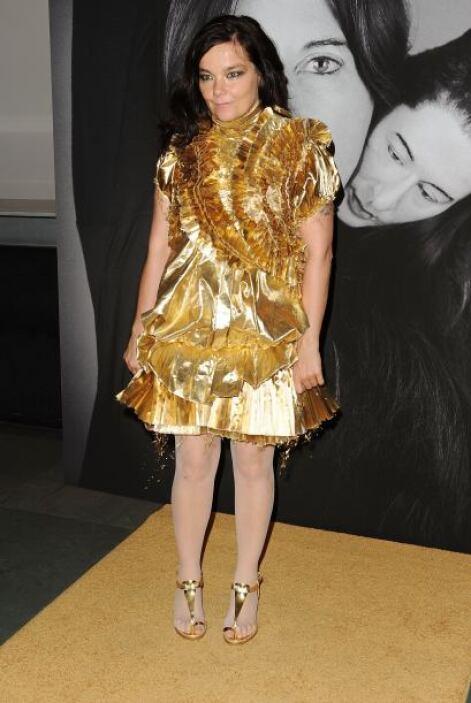 Unos barrotes no bastarán para ocultar detrás de ellos a Björk y sus ate...