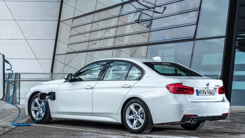 El auto más vendido de BMW se electrifica