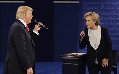 Trump y Clinton en pleno debate.