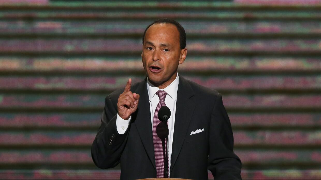 Luis Gutiérrez: Hillary stands with the Latino community, and I stand wi...