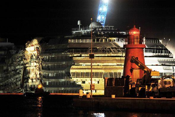 La operación para reflotar el crucero es considerada una hazaña. Durante...
