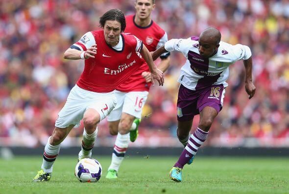 Arsenal tropezó en el Emirates Stadium al perder 1-3 ante el Asto...