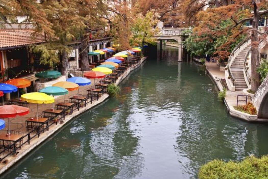 2. San Antonio: Con una larga caminata por el rio y una comida al aire l...