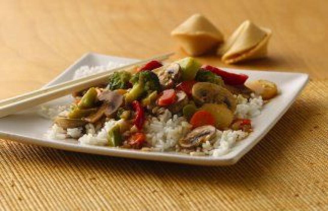 Verduras sofritas estilo asiático. El toque oriental del arroz al vapor...