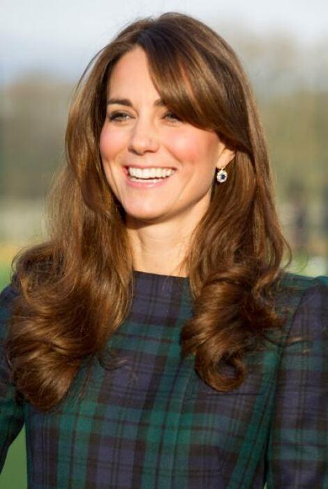 La forma en cómo luce su cabellera Kate Middleton es de lo más natural;...