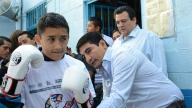 Erik Morales aconsejó a jóvenes practicar algún deporte (Foto: CMB).
