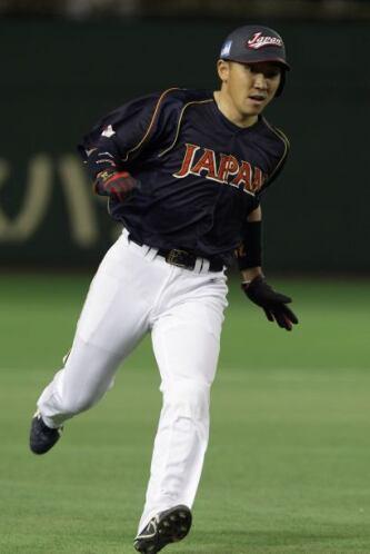 Seiichi Uchikawa puso el 6-0 con tres carreras en la segunda entrada.