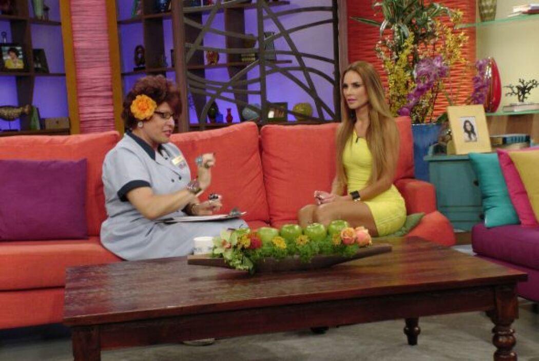 Doña Meche no quiere ver a Ximena enseñando pierna.