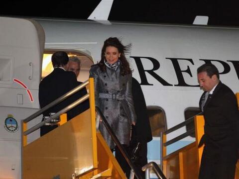 La presidenta de Argentina, Cristina Fernández, a su llegada a Asunción,...