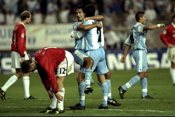 En el 1999 un italiano le pegaría a uno de lso gigantes de Inglat...