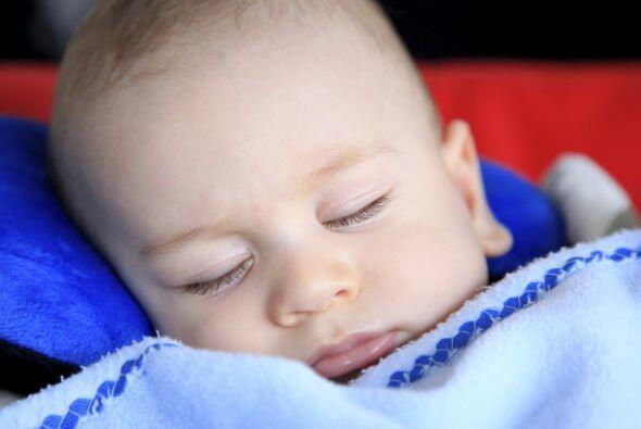 Mantilla. Los niños pequeños suelen quedarse dormidos en diversos moment...