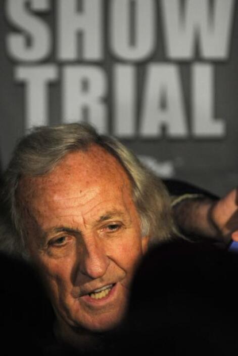 El periodista australiano Jonh Pilger también ha contribuido para la fia...