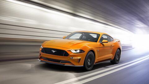 Ford Mustang 2018 con Performance Package en Orange Fury