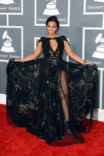 Quizá Ashanti pensó que su vestido pasaría el filtro de 'no revelador' p...