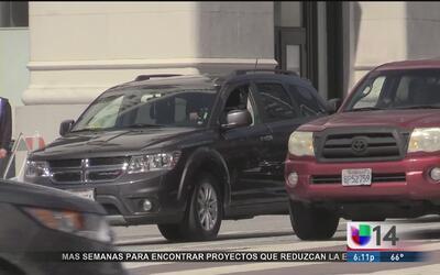 California aprueba un programa de amnistía para conductores con licencia...