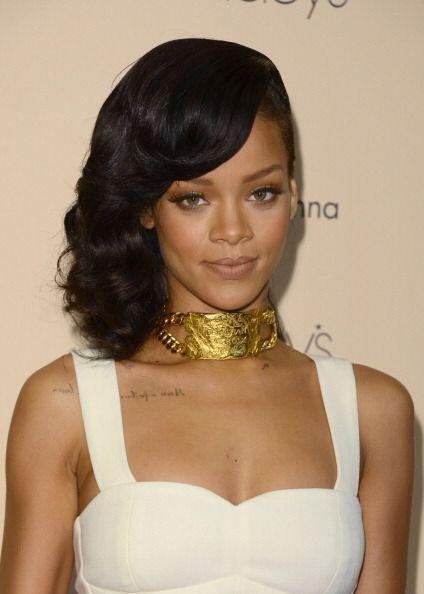Rihanna es la contraparte de Miley, de cabellera castaña, esta mujer lo...