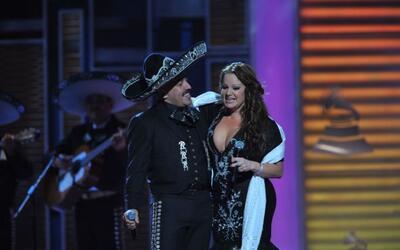 Jenni Rivera y Lupillo se abrazaron efusivamente y se despidieron.
