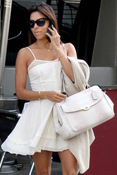La actriz de ascendencia mexicana decidió cambiar su look para salir más...