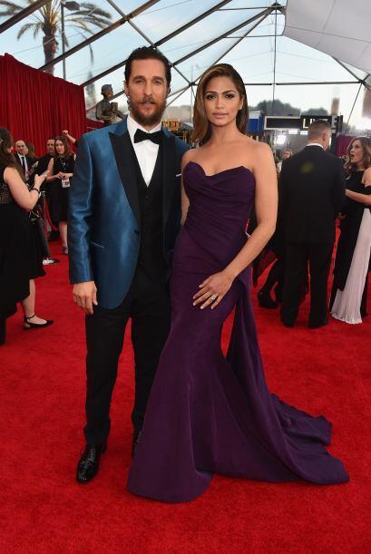 ¡Qué glamorosa pareja! Matthew McConaughey, nominado esta noche, junto a...