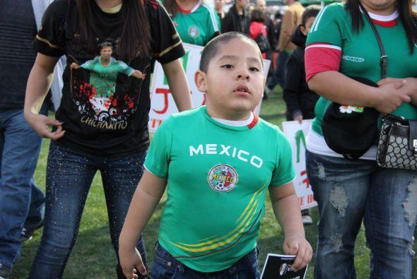Sin importar el marcador, miles de fans de la selección mexicana de fútb...