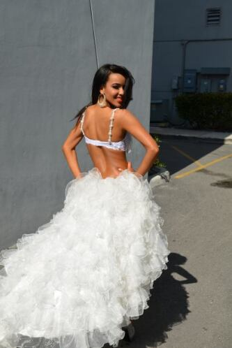 Fue modelo para el video musical 'My Way', de Henry Santos.