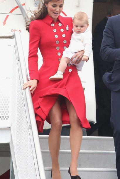 Kate complementó este estilo tan elegante con un boina del mismo...