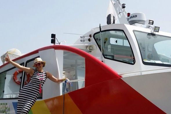 """No perdió oportunidad para posar así: """"Y que me encuentro con este bote..."""