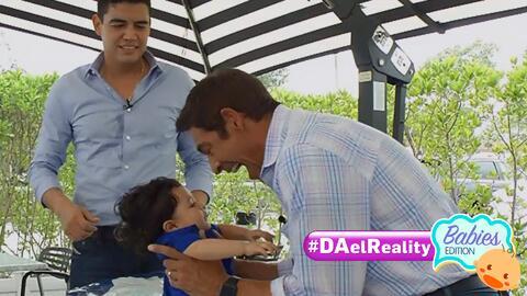 #DAElReality Babies Edition: A Johnny Lozada no se le ha olvidado cómo c...