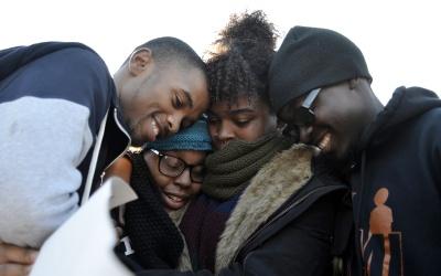 Estudiantes celebran renuncia presidente U. de Missouri
