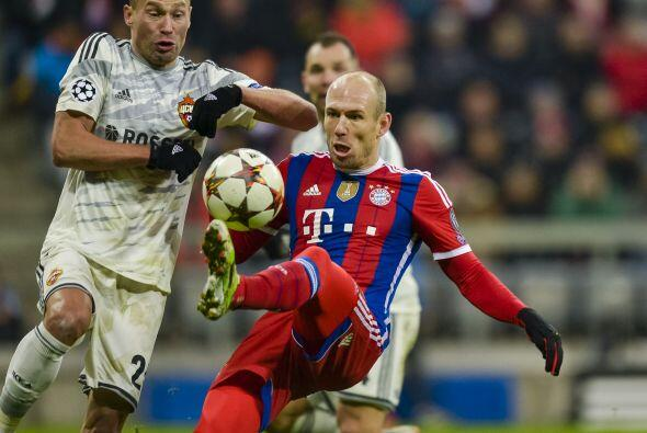 Tras el receso, Guardiola mandó al terreno de juego a Arjen Robbe...