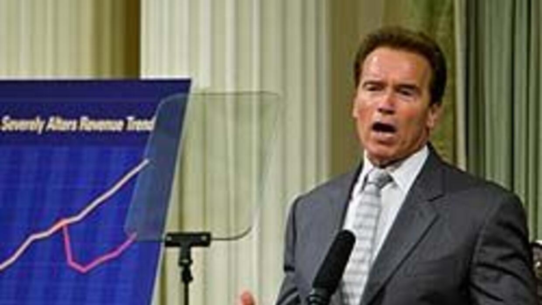El gobernador Arnold Schwarzenegger exhortó a adoptar nuevos cortes pres...