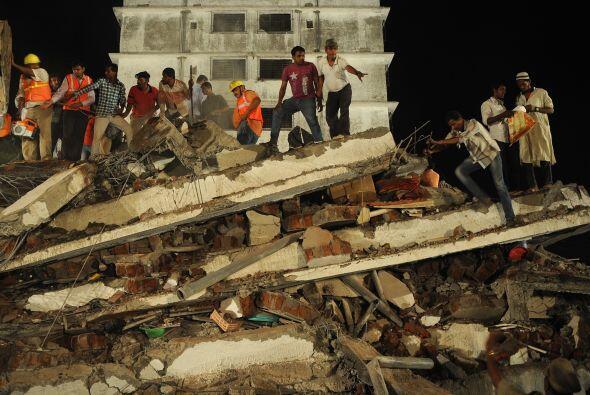 Al menos 39 personas murieron en el desplome de un edificio en construcc...