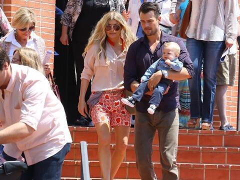 La cantante y su esposo llevaron al pequeño Axl a su primera misa de Pas...