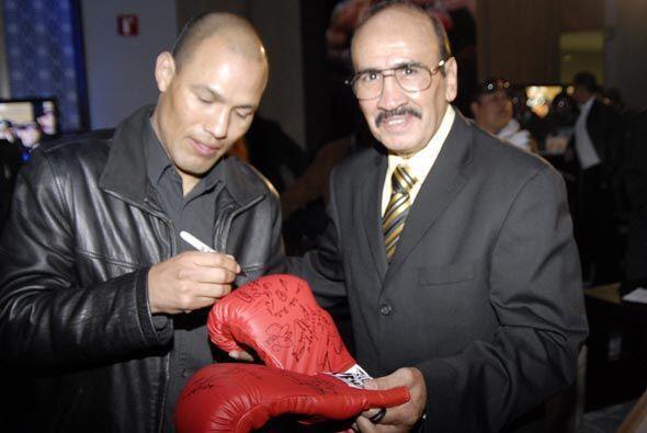 José Luis Castillo fue interceptado por el ex monarca mundial, Ca...