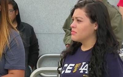 ICE detiene a una activista en California por supuestos vínculos con el...