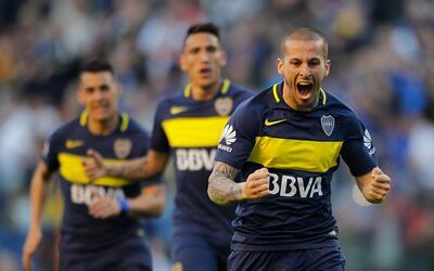 Benedetto marcó tres goles en el triunfo de Boca Juniors