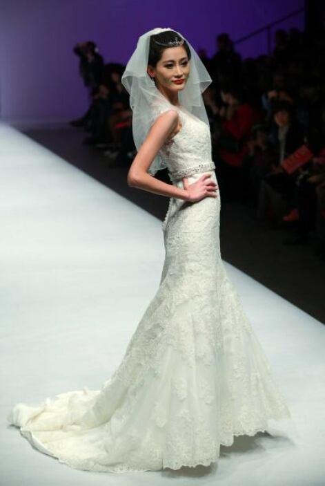 Un vestido bordado sería un clásico para recordar ese momento mágico y l...