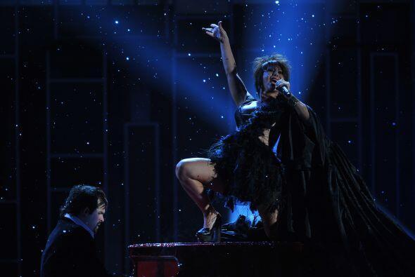 Ese mismo año Alejandra Guzmán se subió hasta al piano.