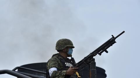 Un elemento del Ejército desplegado en Veracruz, México. (...