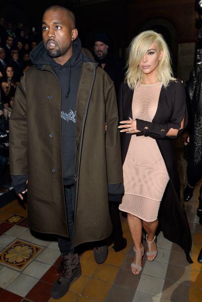 Kanye iba bastante informal y seriecito.