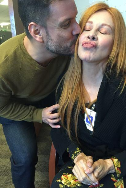 Y ya con más confianza, ¡hasta un beso le dió!