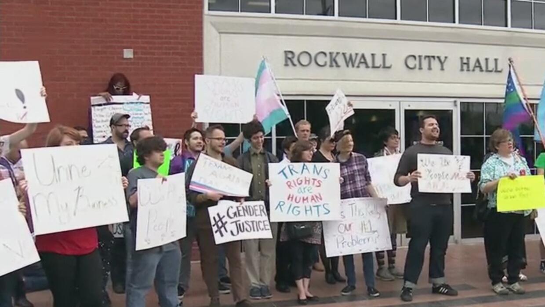 Residentes se dividieron ante esta polémica ley