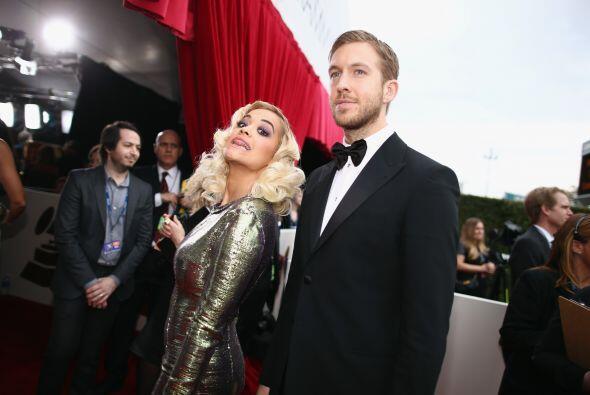 Rita Ora, ¡ya era hora de verte con zapatos! y bien portada. M&aac...