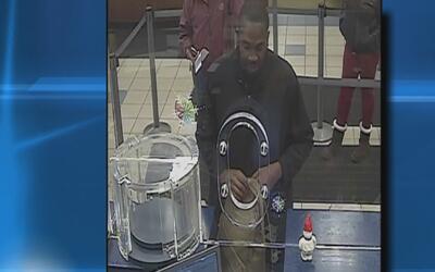 Autoridades están tras la pista del responsable de robar en un banco de...