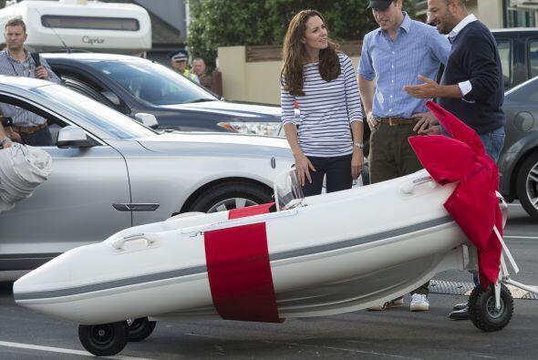 Para cerrar con broche de oro recibieron un lindo regalo, un mini bote p...
