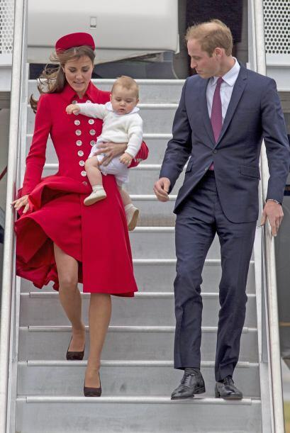 No obstante, el viento provocó que la falda de la Duquesa se leva...