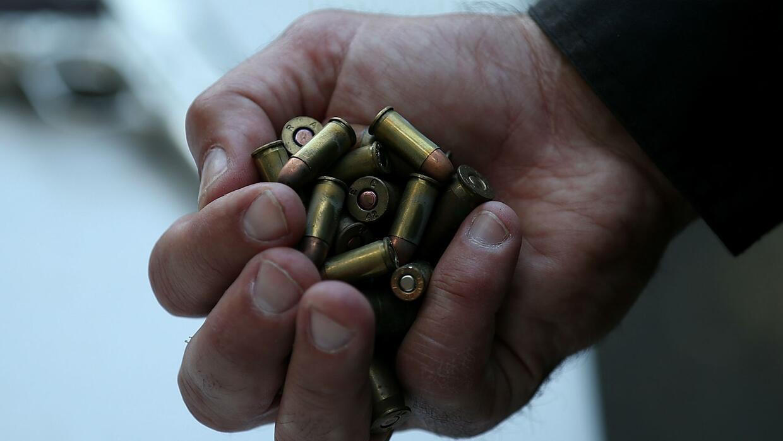 ¿Qué haría si alguien intenta asesinarlo con un arma?