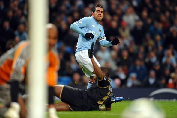 El argentino Carlos Tévez tuvo un buen partido y como siempre, su entreg...